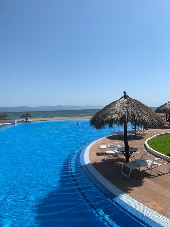 4 Bedroom Apartment with amazing ocean views - Shangri La