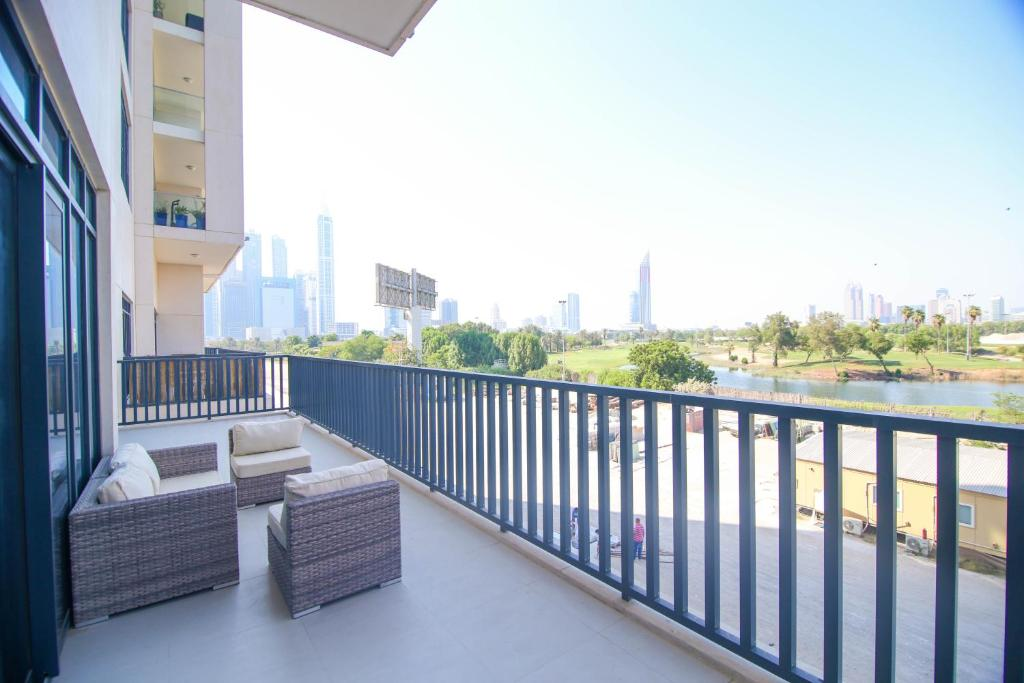 Lux BnB Vida Residences The Hills-3BDR+Maids Golf Course View