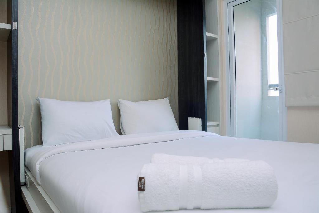 Comfy Studio Green Pramuka Apartment with City View By Travelio