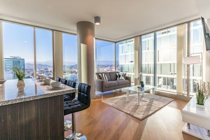 Modern New 2 Bedroom Apartment The Best LA Views!