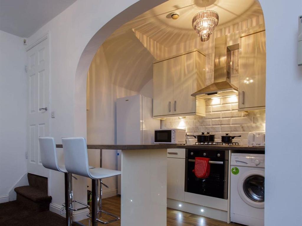 Shaftesbury Apartment