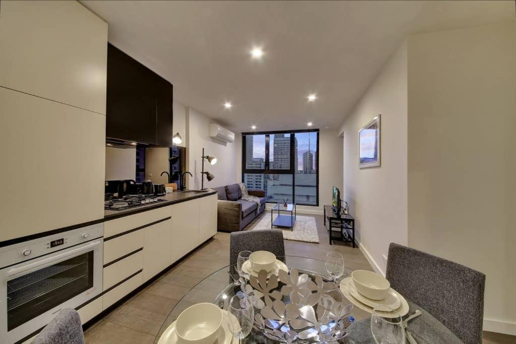 2BR Suites on Bourke, Perfect Location, Views