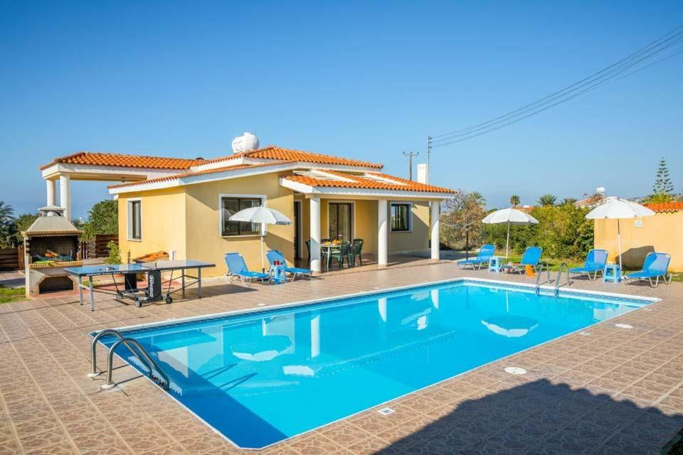 Pegeia Villa Sleeps 6 with Pool Air Con and WiFi