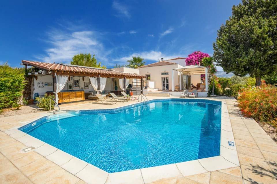 Pegeia Villa Sleeps 6 with Pool and WiFi