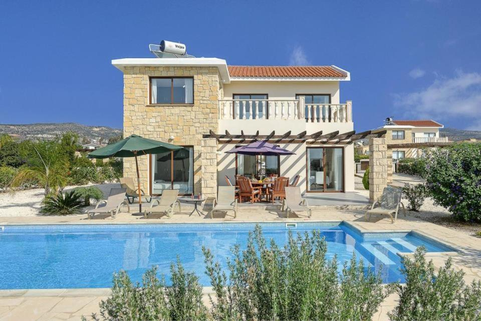 Villa in Pegeia Sleeps 6 includes Swimming pool Air Con and WiFi 3 0