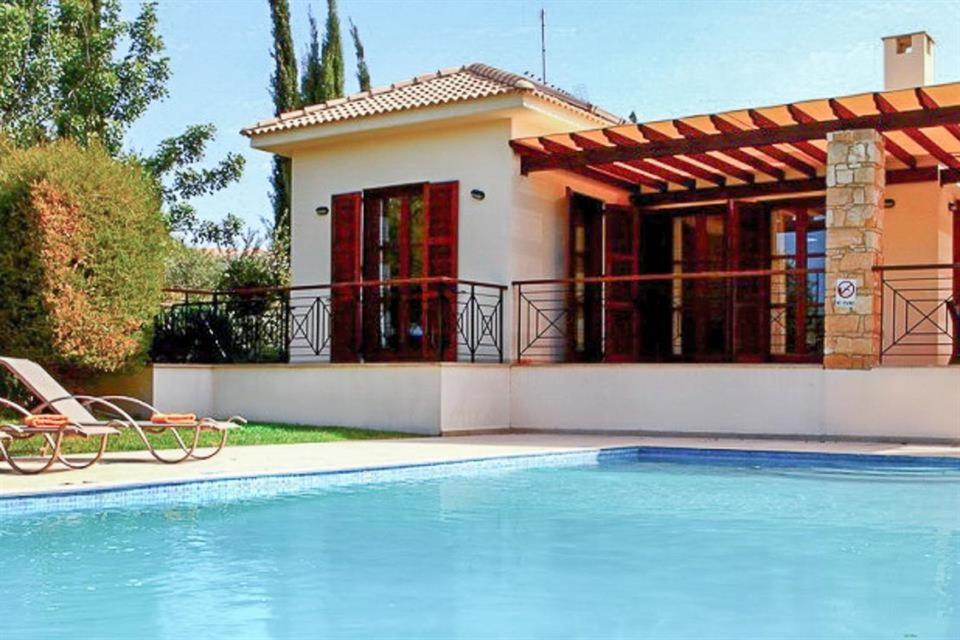 Villa in Kouklia Sleeps 6 includes Swimming pool Air Con and WiFi