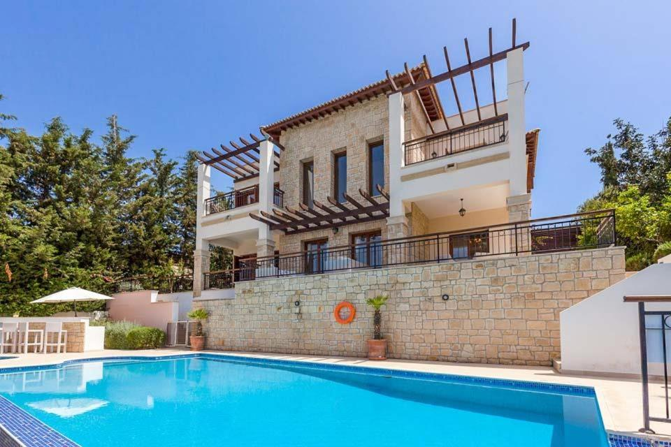 Kouklia Villa Sleeps 10 with Pool Air Con and WiFi