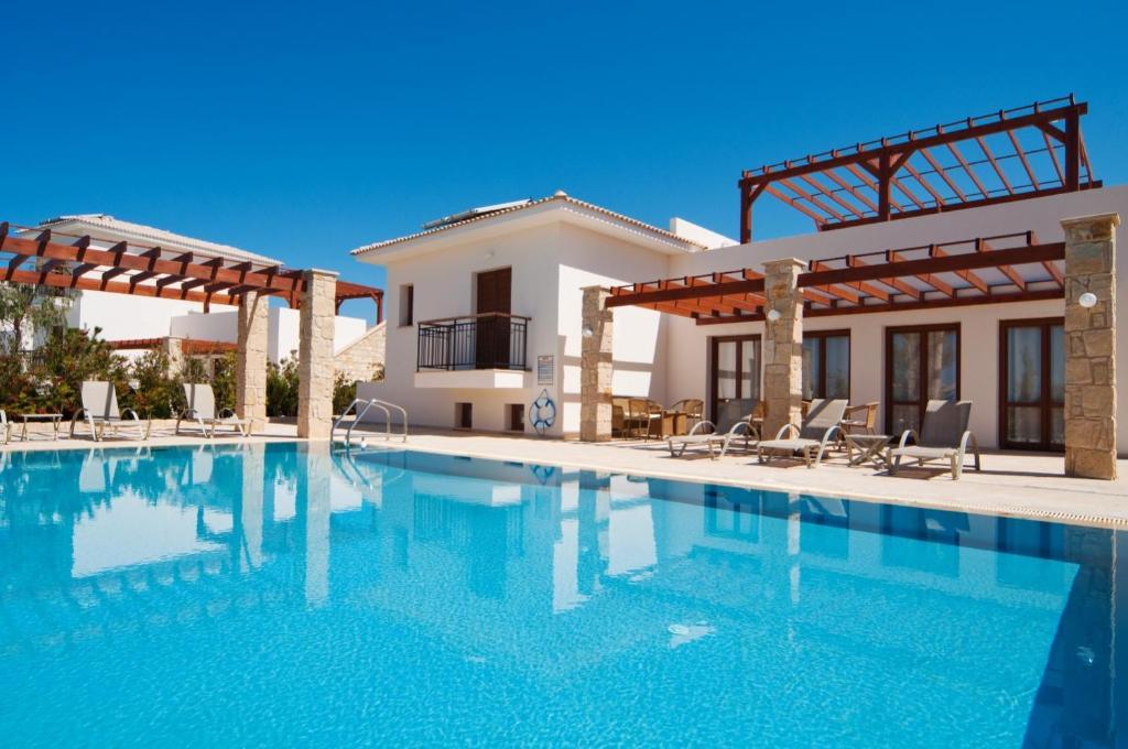 Kouklia Villa Sleeps 8 with Pool and WiFi