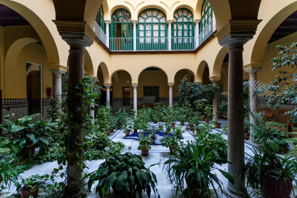 Apartamento tranquilo y con encanto en Palacio Sevillano, junto Catedral A Acond y WIFI