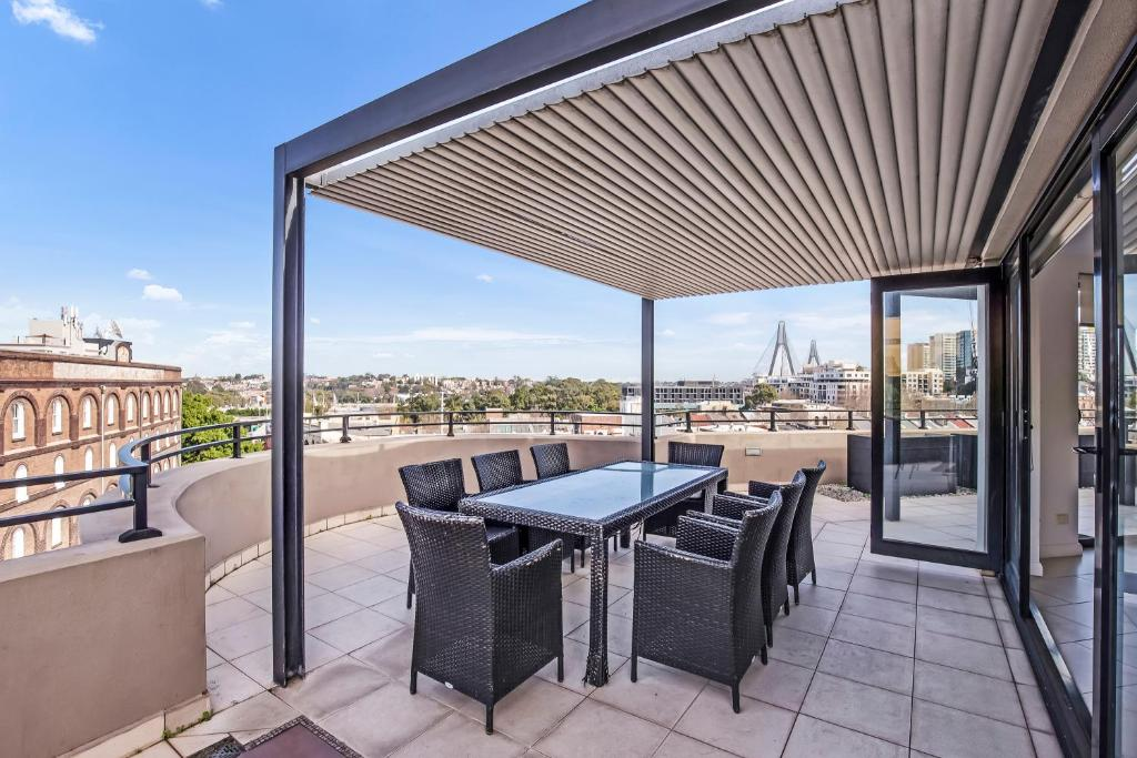 PYRMONT/DARLING HARBOUR MODERN 3 BED PENTHOUSE APARTMENT