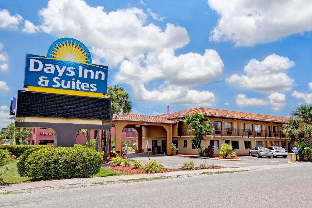 Days Inn & Suites by Wyndham Orlando East UCF Area