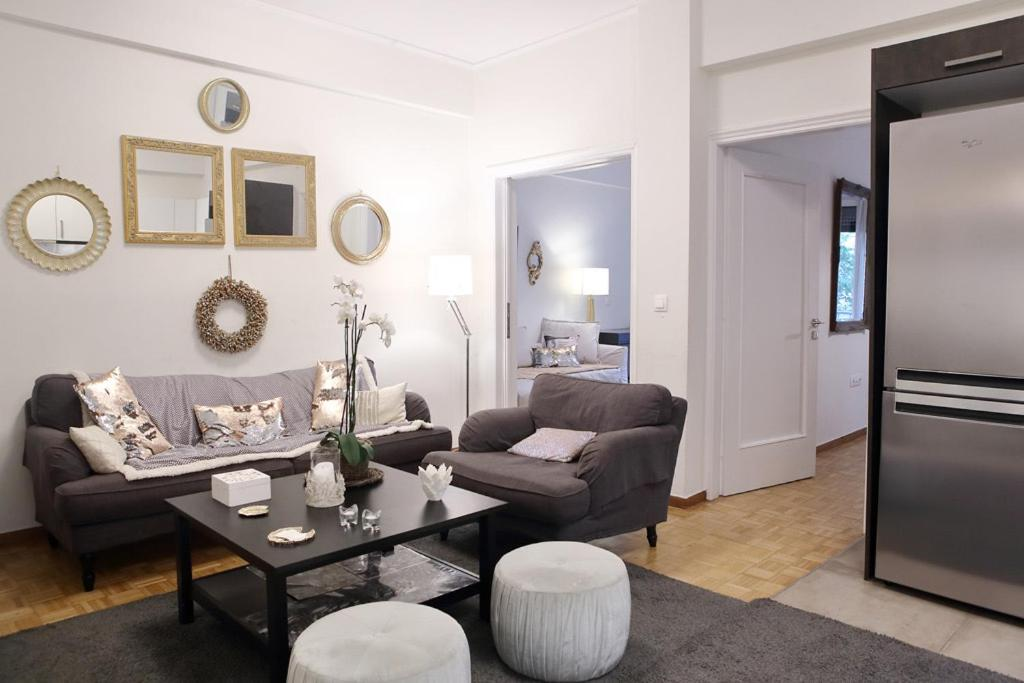 Luxury, Spacious apartment near Megaro Mousikis. Ideal for professionals and families.