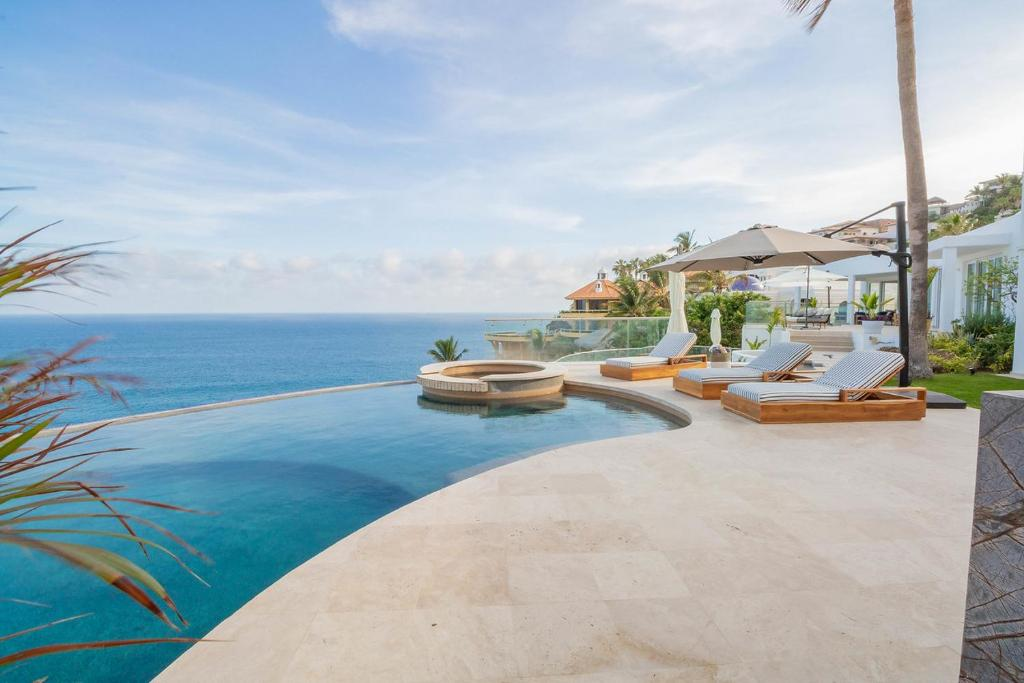 Brand New Modern Oceanfront Villa with Cliffside Infinity Pool, Jacuzzi, & Fire Pit