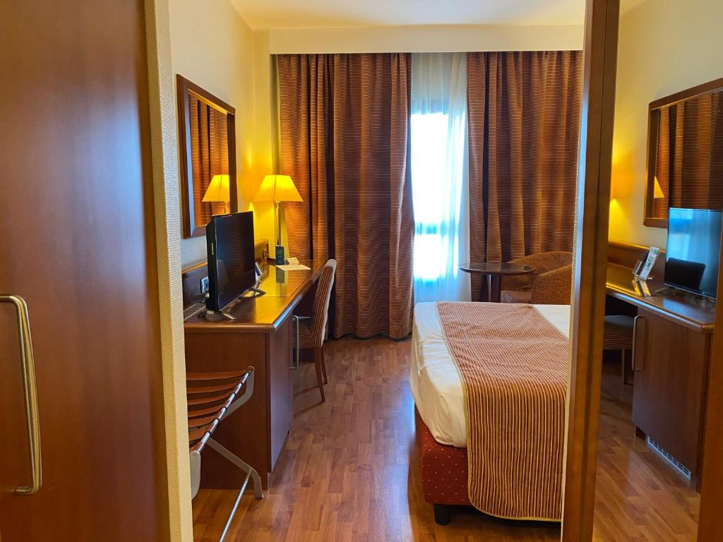 Holiday Inn Cagliari, an IHG Hotel image1