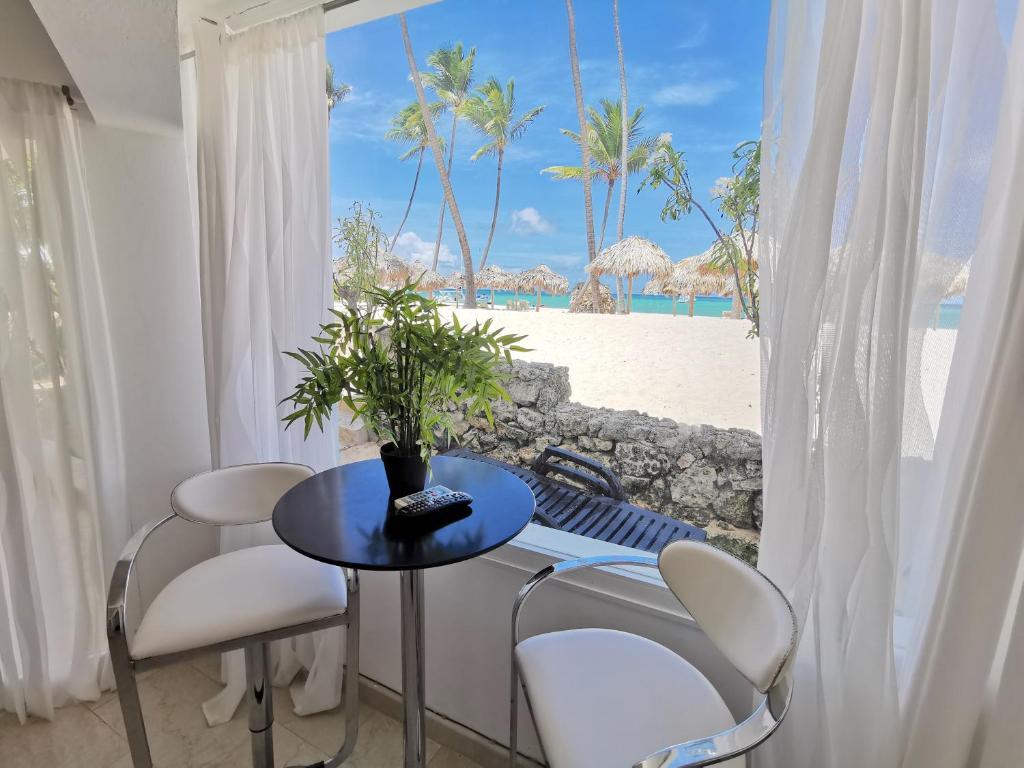 DELUXE CONDO BEACH FRONT OCEAN VIEW - playa LOS CORALES, BBQ, WiFi