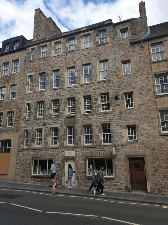 Canongate - Spacious and historic 2 bed flat on Royal Mile