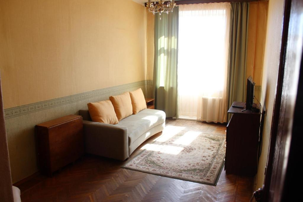 Тихая 2 комнатная квартира