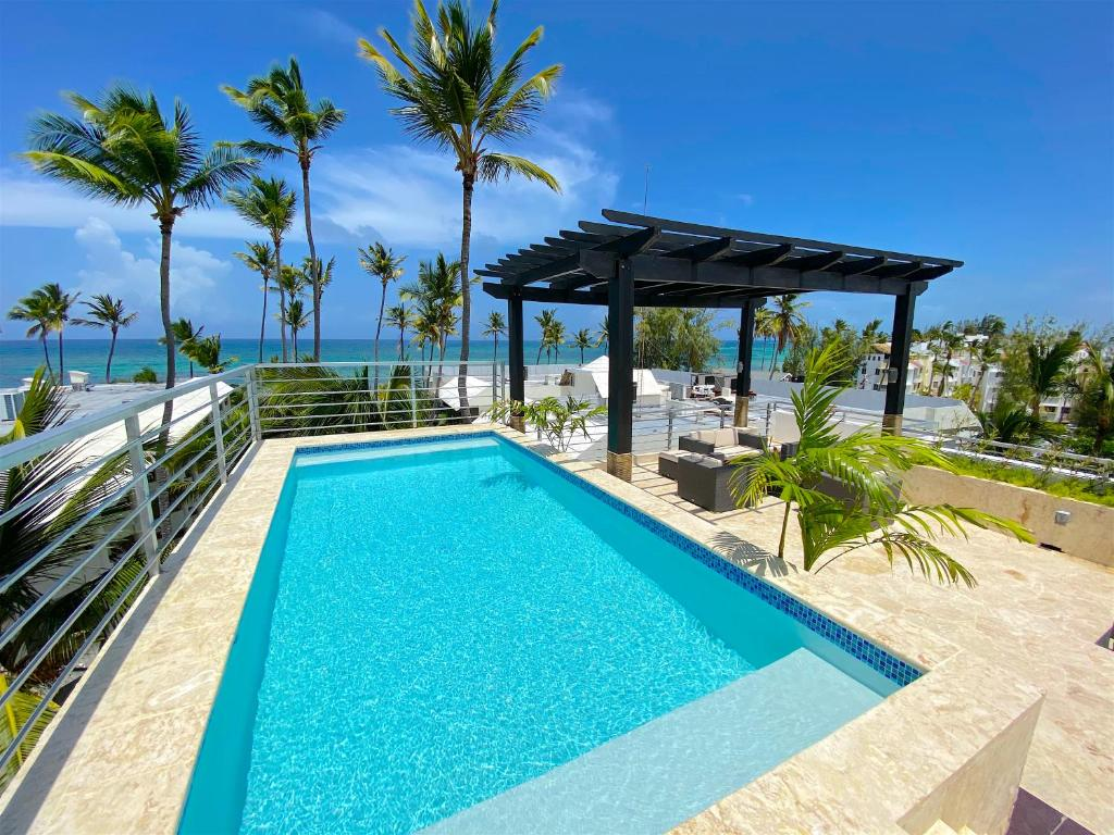 DELUXE SUITES CHATEAU DEL MAR - SWIMMING POOL and JACUZZI - BAVARO BEACH