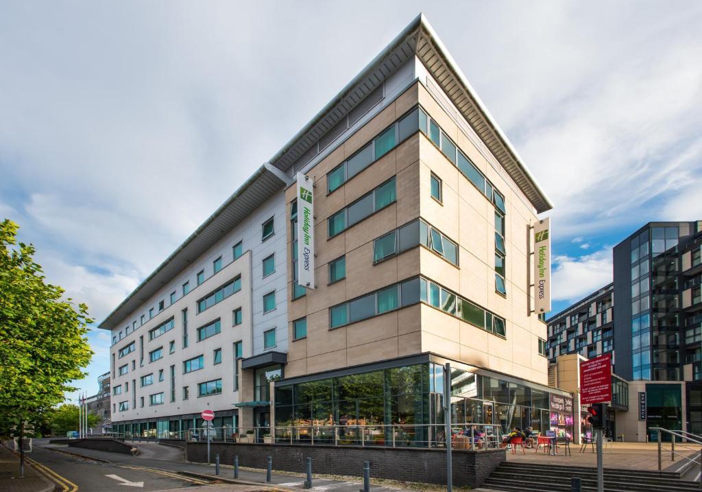Holiday Inn Express Leeds City Centre - Armouries, an IHG Hotel