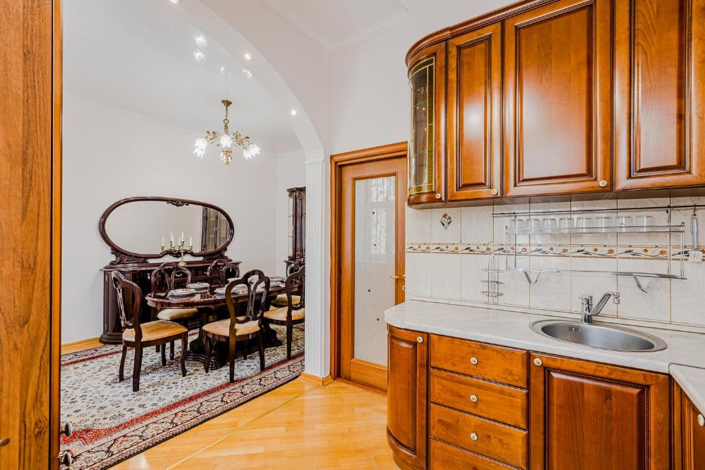 Twin Room Apartment on Nevsky 33