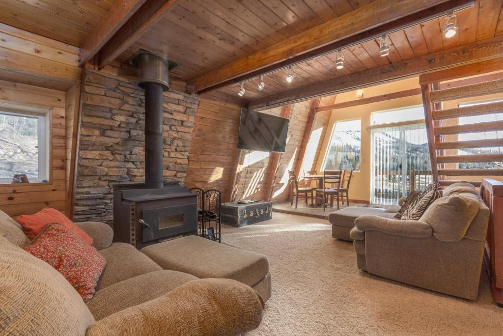 Cabin Dog Friendly Fireplace wifi Parking Outdoor BBQ