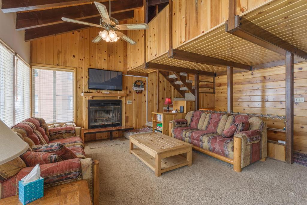Condo Chalet 1A Fireplace View of Mountain Small Private Deck