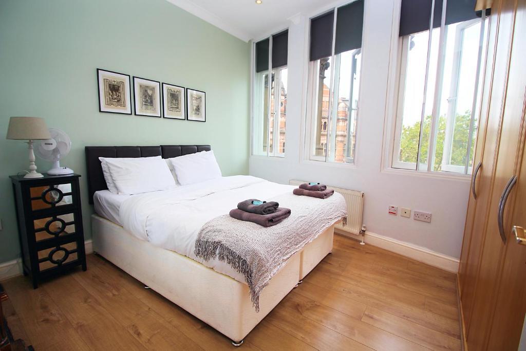 Bright and Cosy Soho Apartment
