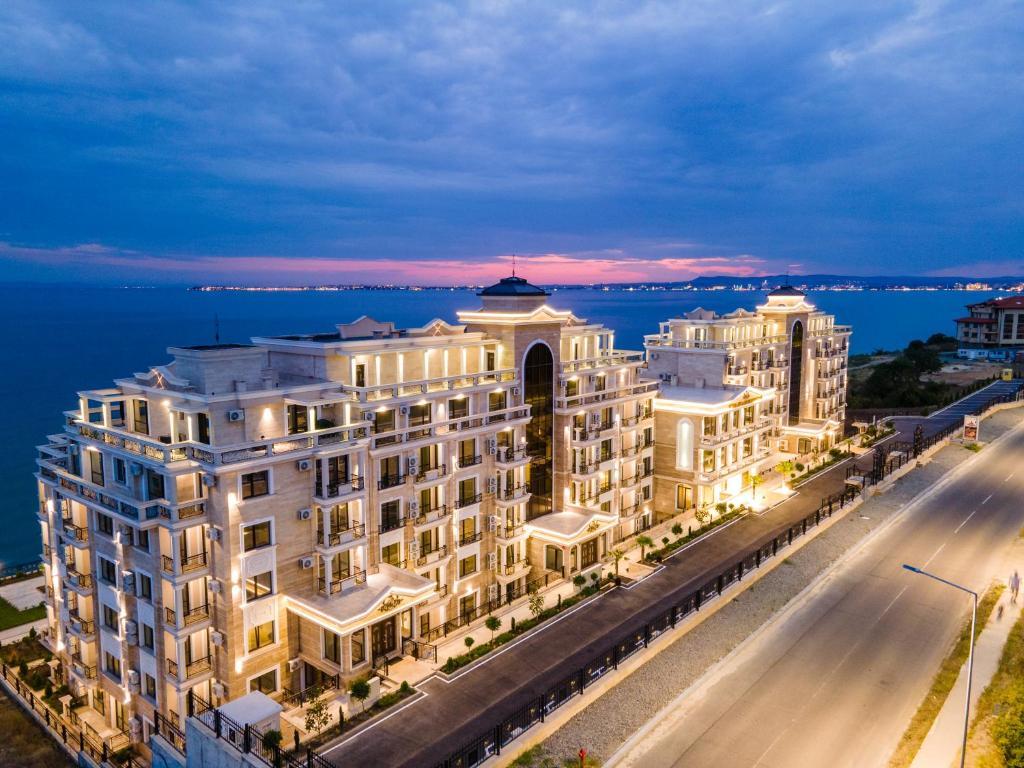 Onyx Beach Residence - Free Parking & Beach Access