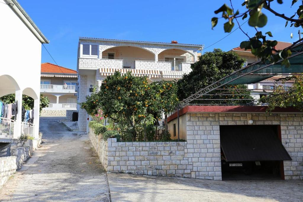 Apartments by the sea Trogir - 10342
