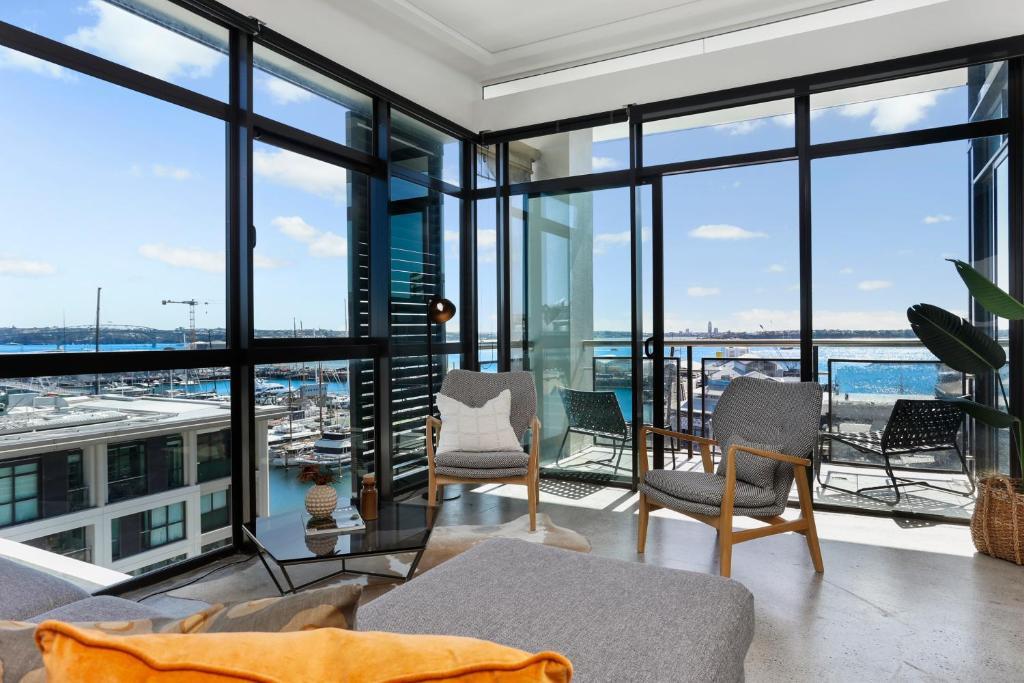 Sun-soaked Luxury Penthouse on Viaduct waterfront