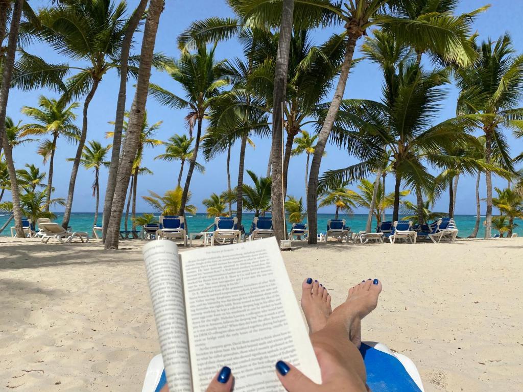 DELUXE SUITES BEACH GARDEN - playa Bavaro, WiFi, BBQ, swimming pool