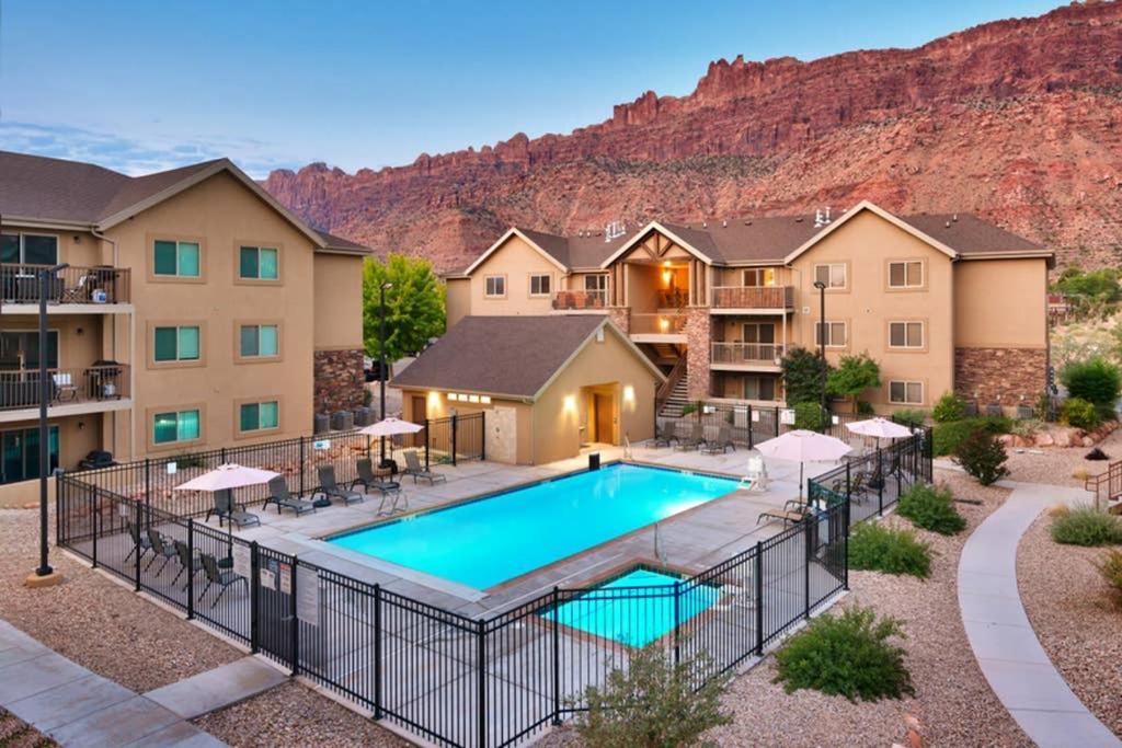 5G Perfect RedCliff Condo, Pool & Hot Tub
