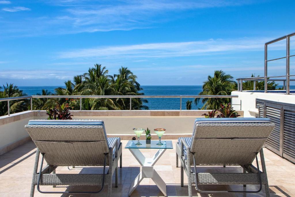 Nitta 2 bedroom Fantastic ocean Views with dipping pool and huge Deck