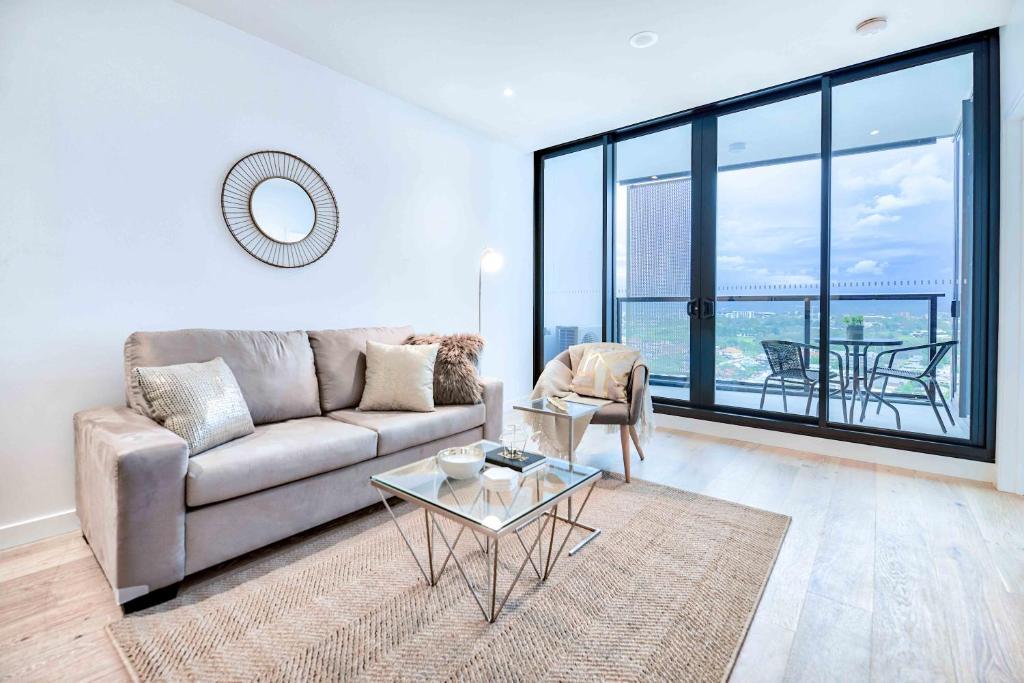 KOZYGURU FORTITUDE VALLEY HIGH LEVEL 2 BED APT + FREE PARKING QFV179-2612