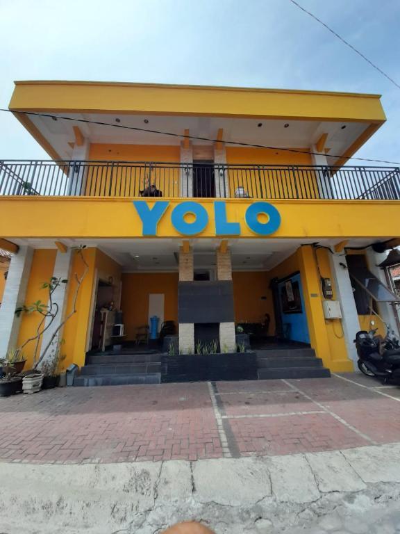 YOLO Oasis Hotel