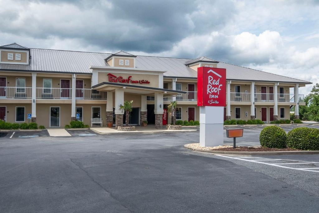 Red Roof Inn & Suites Calhoun