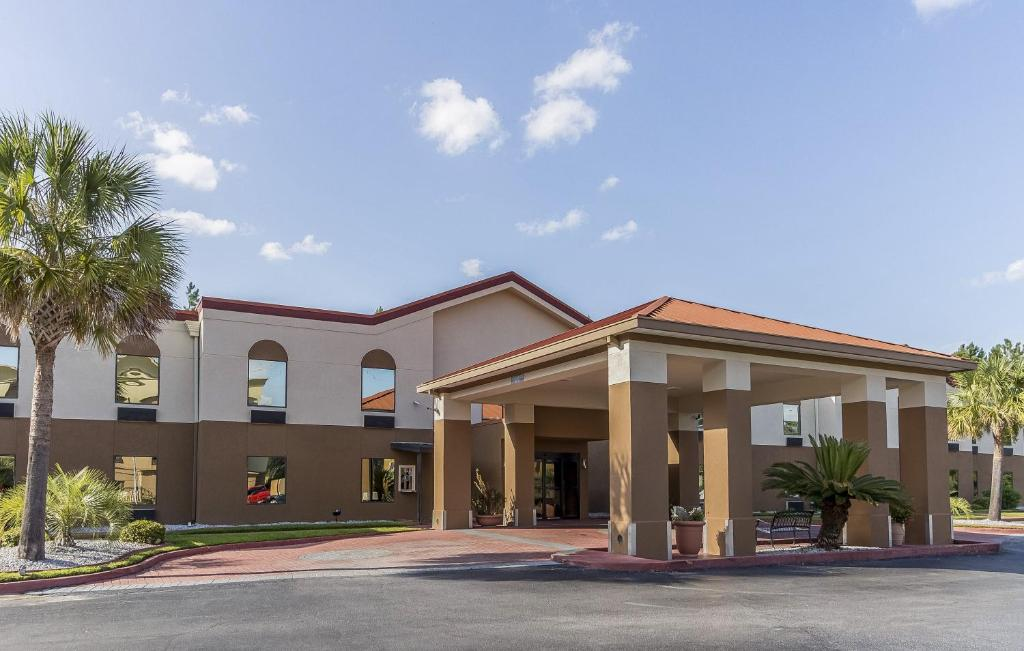 Red Roof Inn & Suites Hinesville - Fort Stewart