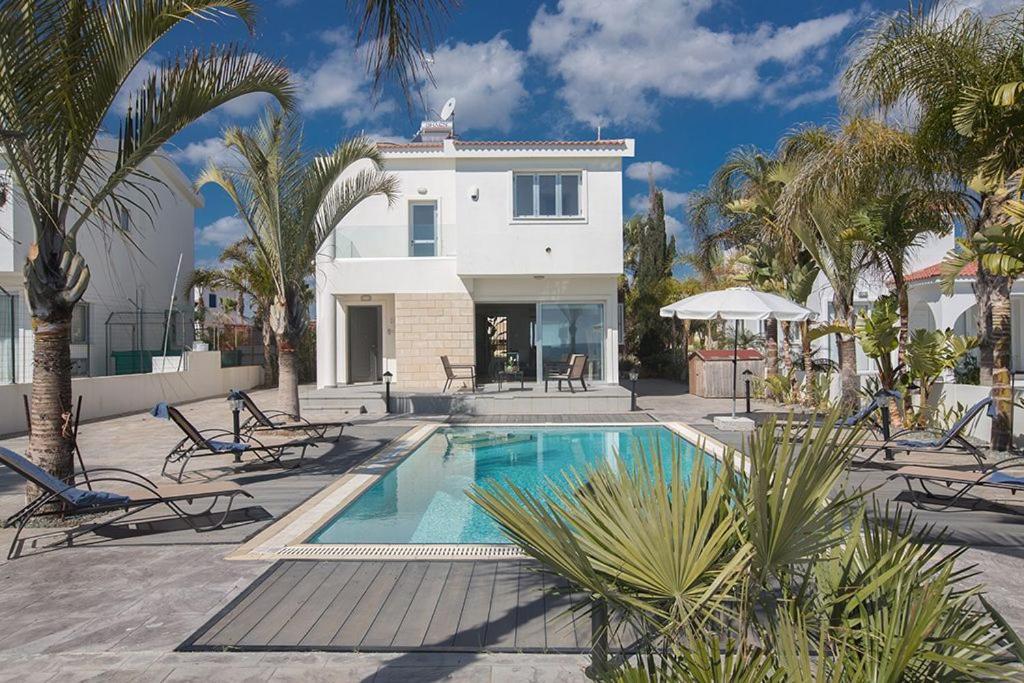 Villa Adaman - Stunning 3 Bedroom Seafront Villa with Pool - Close to the Beach