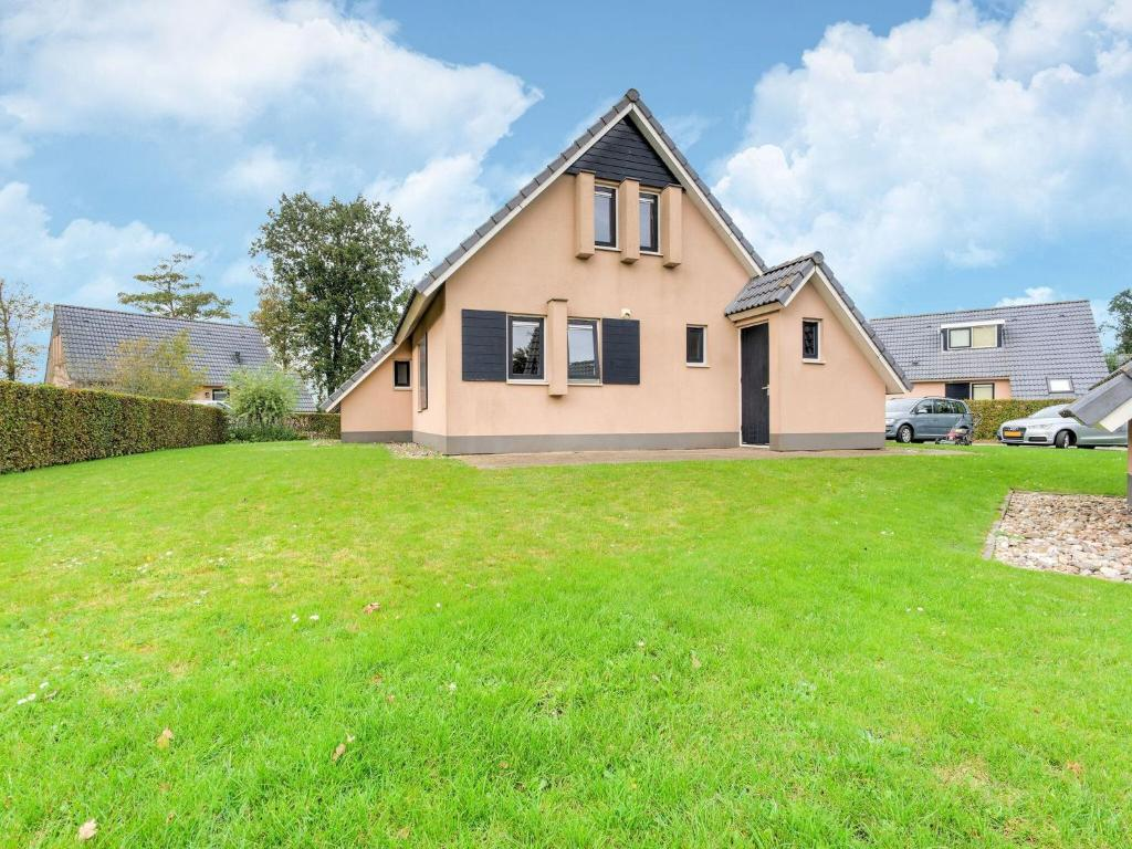 Charming Holiday home in Gaasterlan-Sleat Friesland with garden