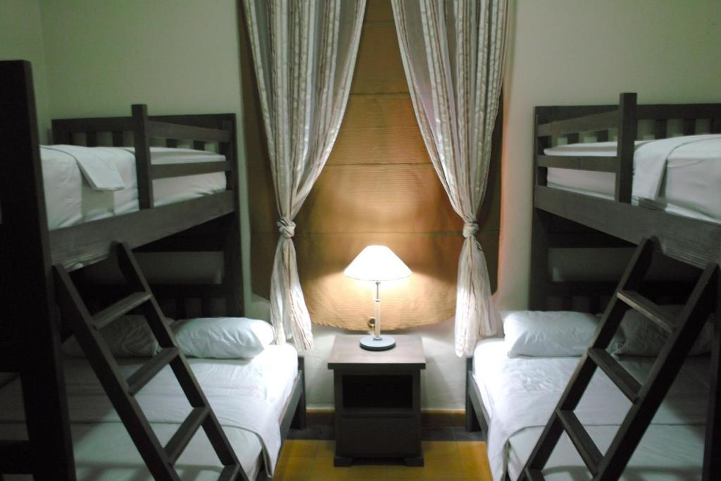 One Single Bed on Bunk Bed in 4-Bed Mixed Dormitory Room Santo Domingo Bed and Breakfast
