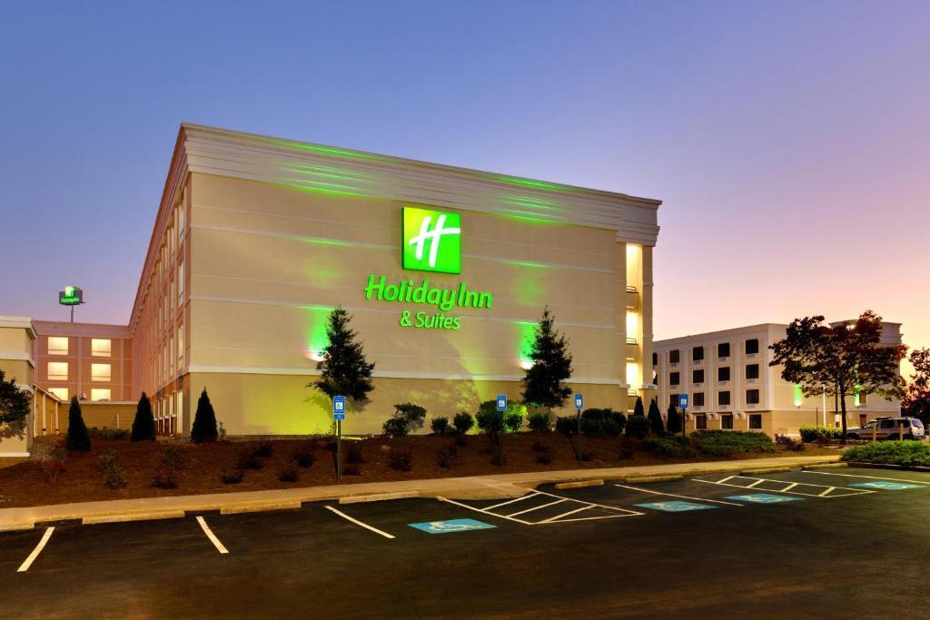 Holiday Inn & Suites Atlanta Airport North, an IHG Hotel