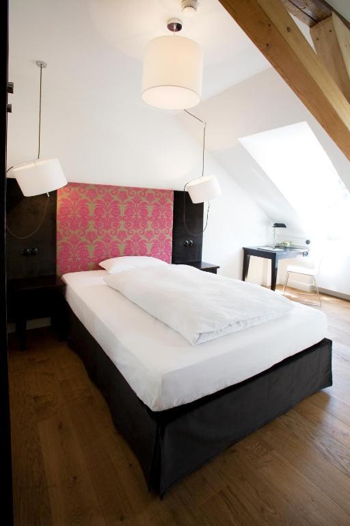 hotel schwarzw lder hof friburgo de brisgovia reserve o seu hotel com viamichelin. Black Bedroom Furniture Sets. Home Design Ideas