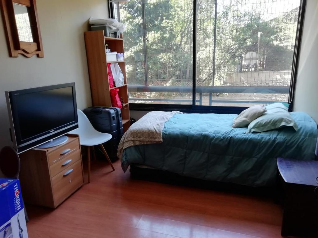 Room and bath in Las Condes