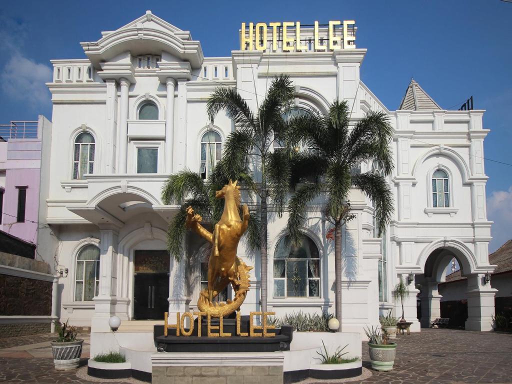 OYO 2222 Hotel Lee