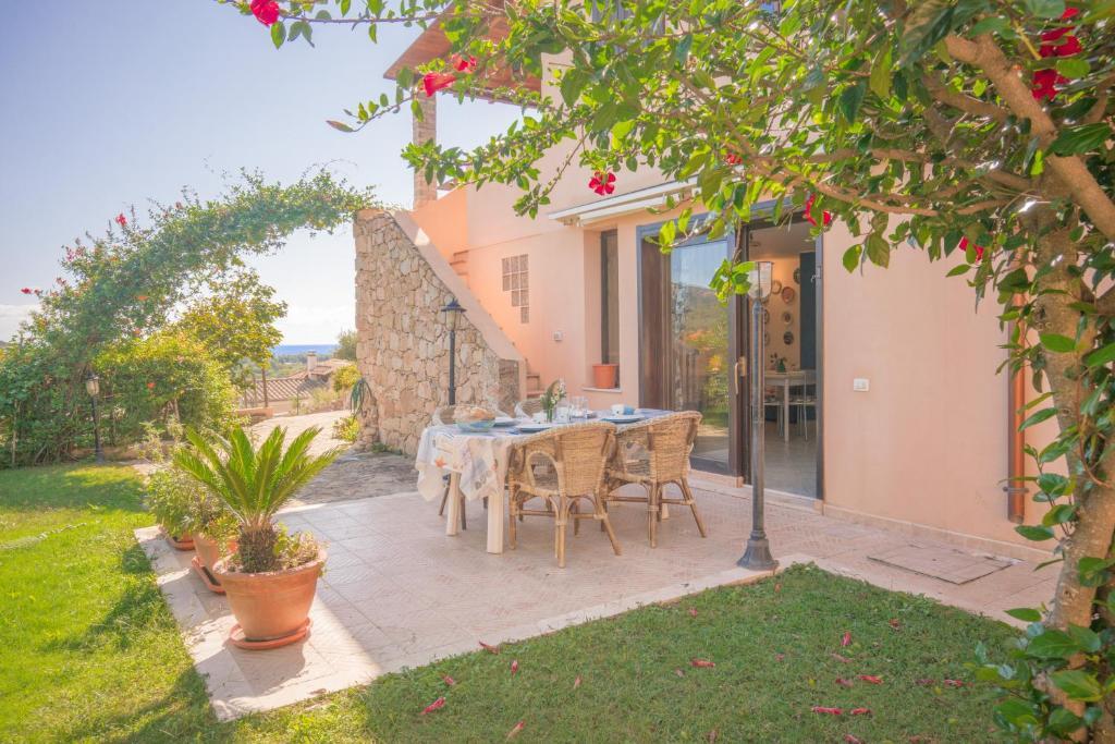 Villa Turchese . Chia . 3 bdr 2 bth . AC image1