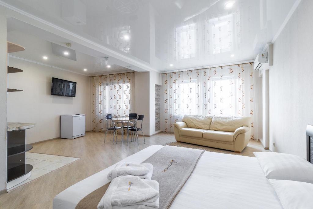 """Apartament """"Berloga 55"""" on Zhukova"""