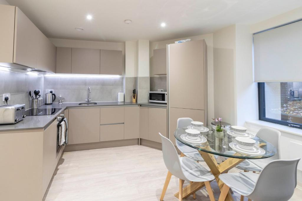 OPP Apartments LH1 - city centre, secure parking, fitness suite, brand new!
