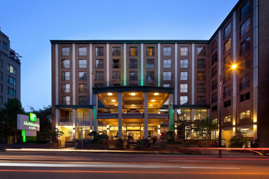 Holiday Inn Vancouver Downtown & Suites, an IHG Hotel