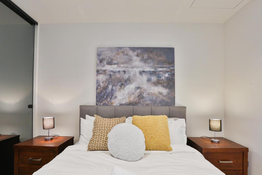 The Peak Modern Apartment in heart of Melbourne CBD