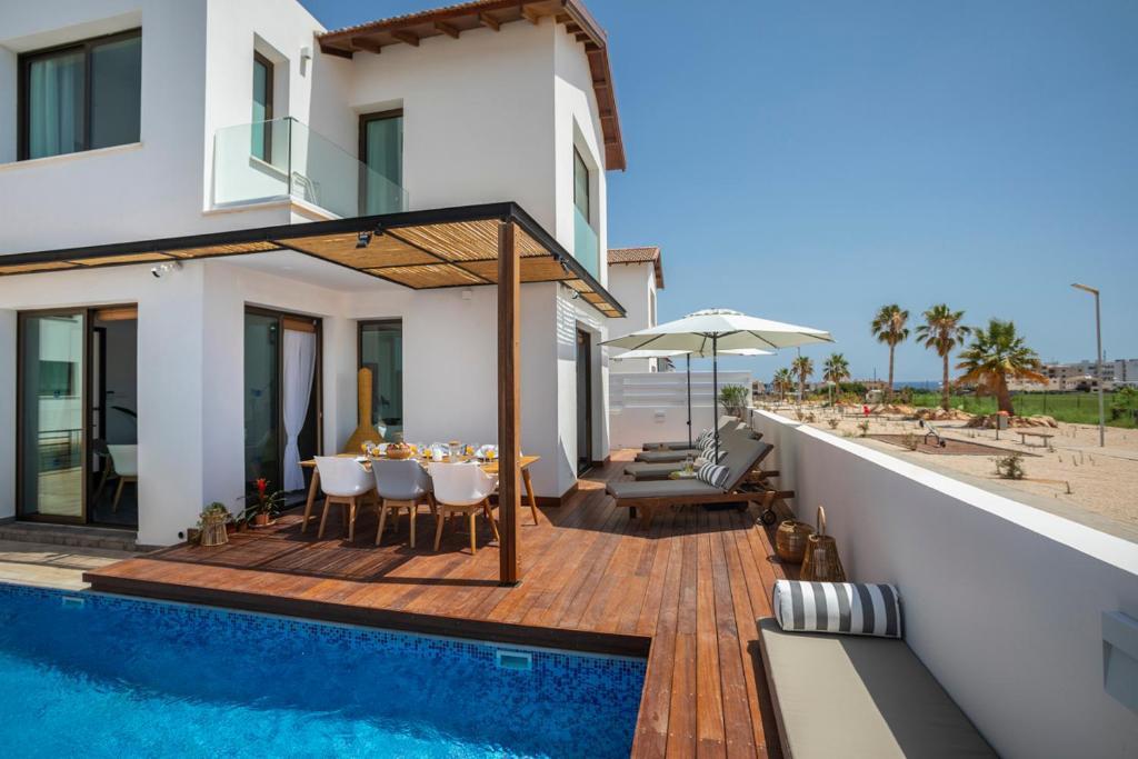 Paralimni Villa Sleeps 6 with Air Con